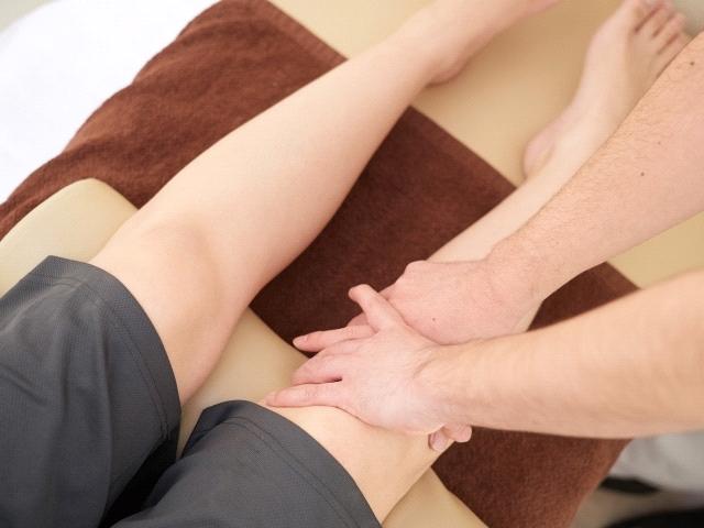 """""""歪みを整える施術で膝への負担を軽減します"""""""