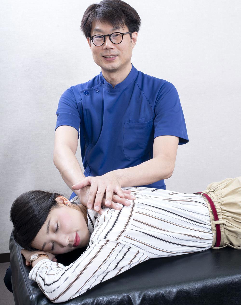 """""""骨格の歪みや関節のズレを調整して症状を改善する施術です"""""""